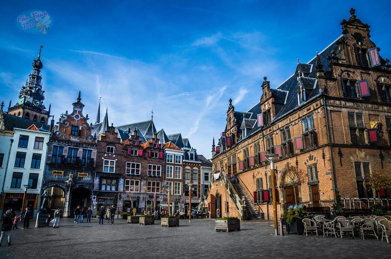 Học truyền thông, kinh doanh, kinh tế, chọn đại học Radboud, Hà Lan