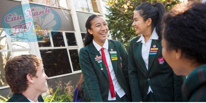 Học cấp ba tại New Zealand, chọn trường Onehunga tại Auckland.