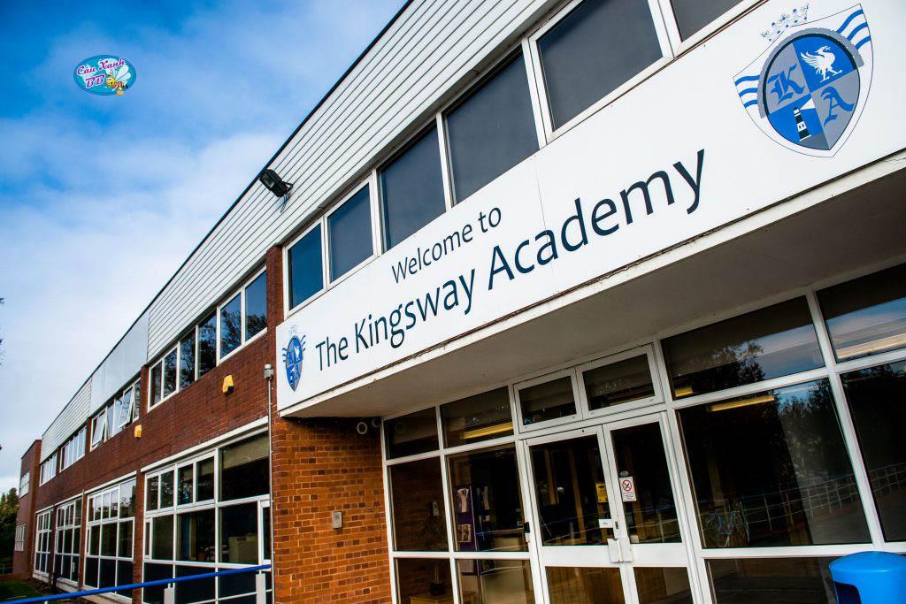 Học 01 năm lớp 12 tại trường Kingsway Academy để lấy bằng Trung học Canada